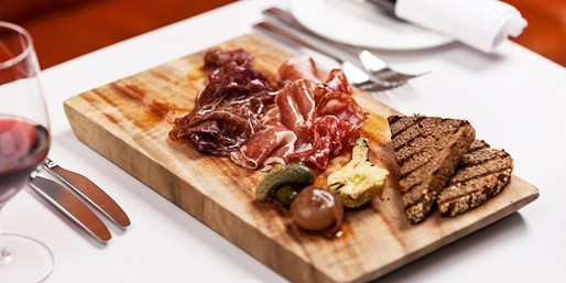$85 -- Gold Coast: Tapas for 2 at Hilton w/Chandon, 48% Off
