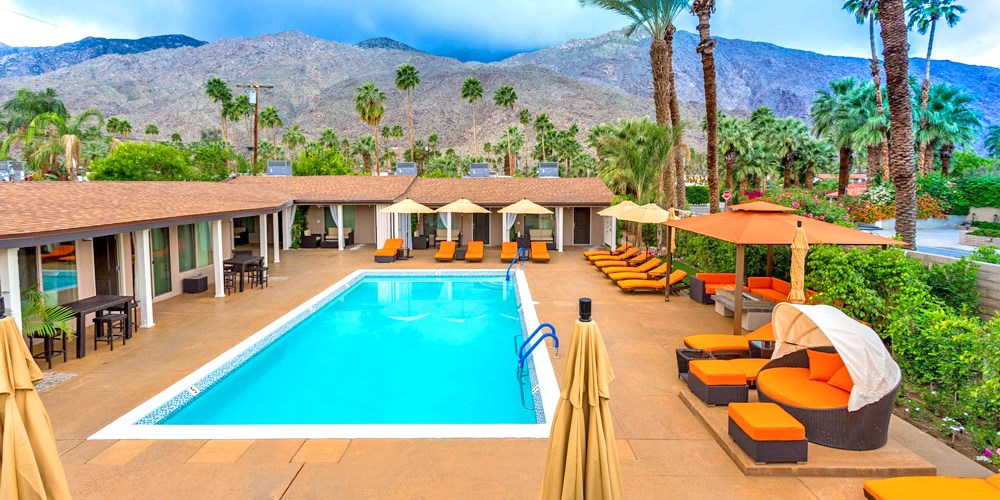 $169 -- Palm Springs Hotel w/Champagne & Spa Credit, 55% Off