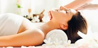 £60 -- Pamper Treat w/Bubbly at Award-Winning London Spa