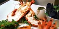 ¥325 -- 4.6折 悉尼CBD双人海鲜拼盘 含整只大龙虾+明虾+鱼排等 极简风格装潢