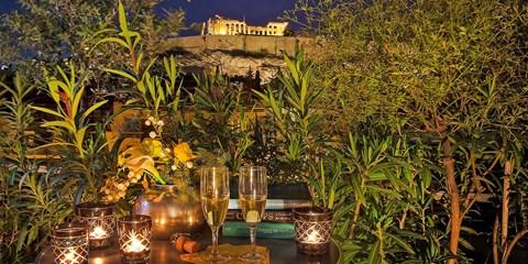£42 -- Athens Stay nr Acropolis w/Wine, Save 39%