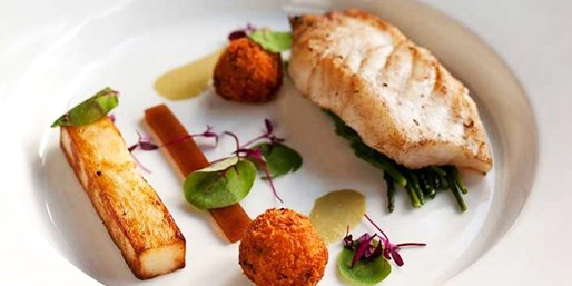 £55 -- 2-AA-Rosette 3-Course Dinner & Champagne for 2