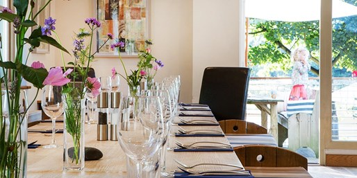 £29 -- 3-Course Meal & Wine for 2 at Award-Winning Bistro
