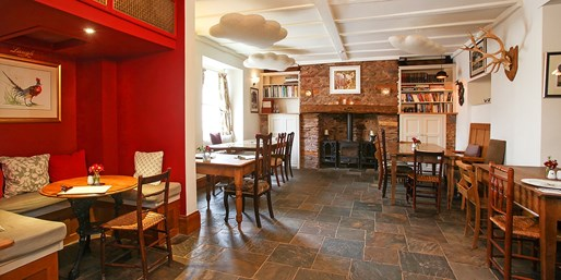 £39 -- 3-Course Meal & Bubbly for 2 at Exmoor Inn, 51% Off