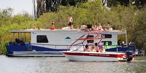 $850 -- 3-Day Houseboat Rental w/$150 Gas Credit, 40% Off
