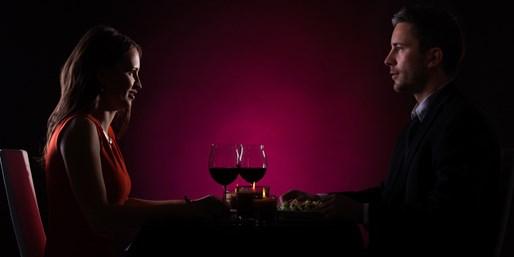45 € -- Mainz: Dinner im Dunkeln für 2 mit Champagner, -65%