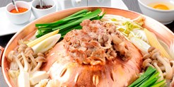 """¥2,980 -- 54%OFF 名物 """"台湾焼鍋""""× 米沢豚最上級8品コース 麻布十番のシックな空間で"""
