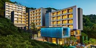 ¥988 -- 5.3折 普吉岛卡伦海滩新开业酒店3晚 升级+早餐+晚餐+鸡尾酒等