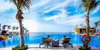 ¥1,688 -- 大东海270度绝佳海景!三亚2晚海景房 早+晚+接机+儿童礼遇 享无边泳池