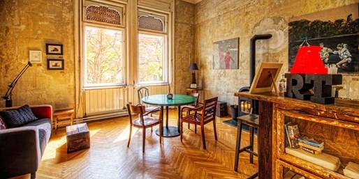 £55 -- Budapest: Central Boutique Hotel Stay w/Prosecco