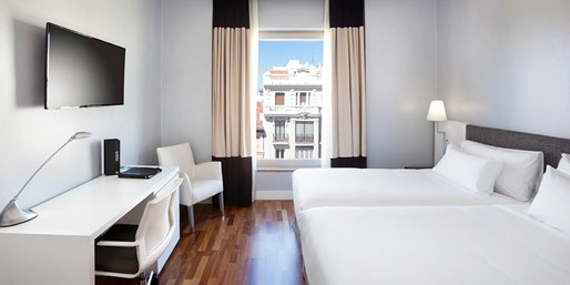 £65 -- Madrid: 4-Star Stay by Retiro Park w/Breakfast & Wine