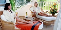 $95 -- Reunion Resort: Luxe Spa & Pool Day w/Bubbly, 40% Off