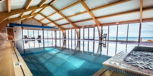 £59 -- Coastal Spa Day inc 2 Treatments, Lunch & Bubbly