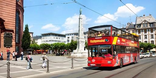 11 € -- Hop-on Hop-off Stadtrundfahrt durch Frankfurt, -39%