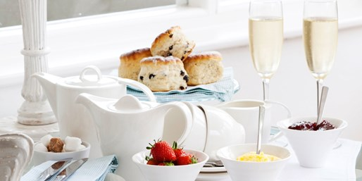 £15 -- Newquay: Afternoon Tea for 2 inc Bubbly & Spa Access