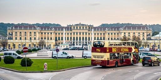 10 € -- Hop-on/Hop-off: Stadtrundfahrt durch Wien, -47%