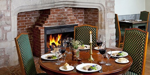 £49 -- Wiltshire: 5-Course Tasting-Menu Meal for 2, 55% Off