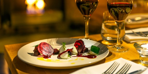 £79 -- Stroud Valley: 8-Course Tasting-Menu Dinner for 2