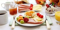 18 € -- Dorint: Frühstücksbuffet für 2 mit Parken & Getränke