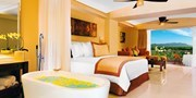 $949 -- Puerto Vallarta: 4-Star 'Dreams' Weeklong Trip w/Air