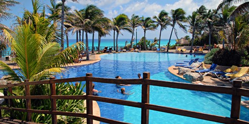 Cancun Budget-Friendly All-Incl. Retreat w/Air, From $549