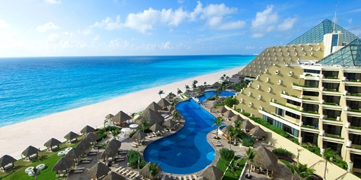 Family-Friendly Upscale Cancun Trip w/Air, From $1,009