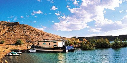 $810 -- Lake Shasta 3-Day Houseboat Escape for 10, Save 40%