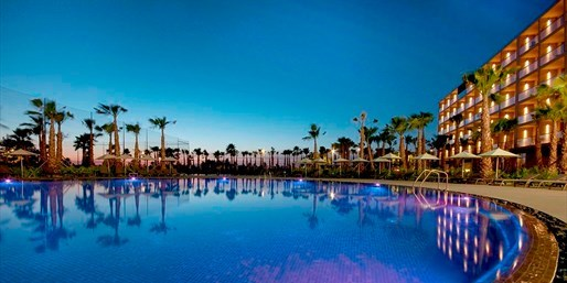 £299pp -- Algarve 5-Star Break w/Meals & Flts fr 12 Airports
