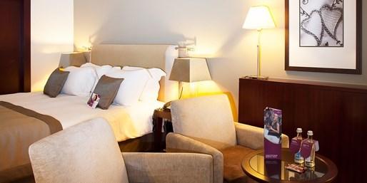 £249pp -- 5-Star Porto Escape w/Flts, Suite & Wine Tasting