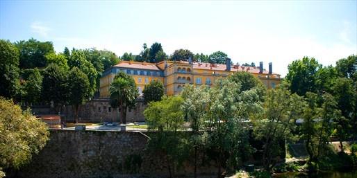 £189pp -- 5-Star Porto Break at 16th-Century Manor w/Flights