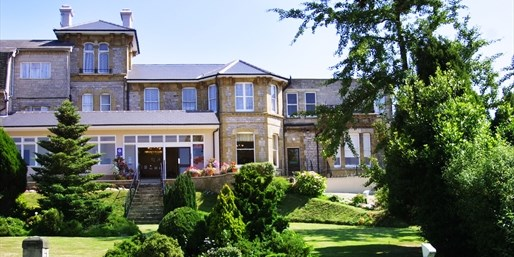 £49 -- Isle of Wight Spa Hotel Stay w/Breakfast, Save 58%