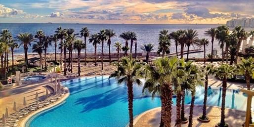 £405pp -- Malta Hilton Week w/Upgrade & Transfers, Save 41%