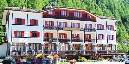 £399pp -- Italy Chalet Week w/Meals & Drinks, Save £250