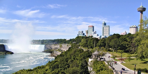 $79 -- Niagara Falls Boutique Hotel w/Breakfast, Save 60%