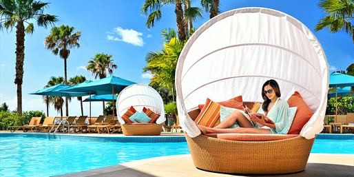 $213 -- Bermuda Luxe Resort incl. Breakfast, Save $201