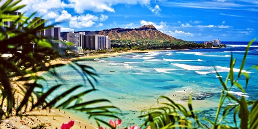 $922 -- Honolulu: 7-Night Package w/Air from Vancouver