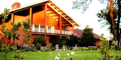 $119 -- Willamette Valley 2-Night Escape w/Dinner & Tastings