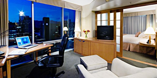 £121 -- Vancouver All-Suite Summer Stay w/Parking, $80 Off