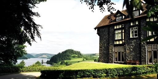 £159 -- 'Fairytale' Snowdonia Escape w/Fine Dining