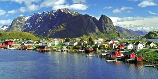 898 € -- Erlebnis Skandinavien mit Nordkap & Lofoten, -300 €