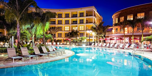£91 -- 4-Star Orlando Hotel Suite w/Dining Credit (Sleeps 4)