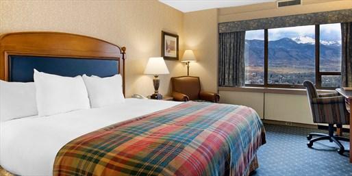 Travelzoo Deal: $99-$109 -- Colorado Springs Hotel w/Parking & Breakfast