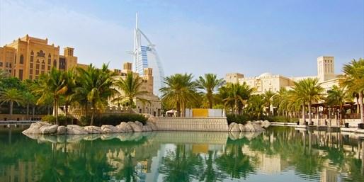 Burj Al Arab visto desde el Madinat Jumeirah, Dubái