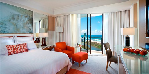 $159 -- 5-Star Gold Coast Hotel w/Sparkling Wine, 45% Off