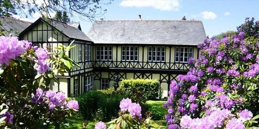 £159 -- Wales: 'Elegant' Suite Stay w/Gourmet Dinner