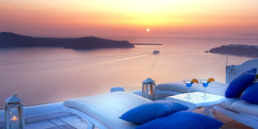 £399 -- Deluxe Santorini Escape w/Flights, Reg £969