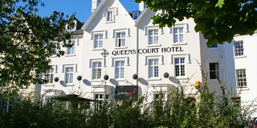 £89 -- Exeter: Georgian Hotel Stay w/6-Course Dinner