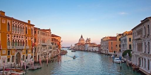 ab 999 € -- 1 Woche AIDA-Kreuzfahrt mit Venedig & Anreise