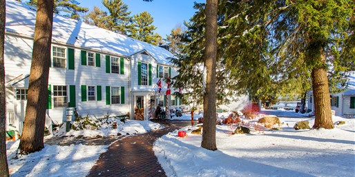 $99 -- Muskoka: Lakeside Weekend Getaway incl. Breakfast