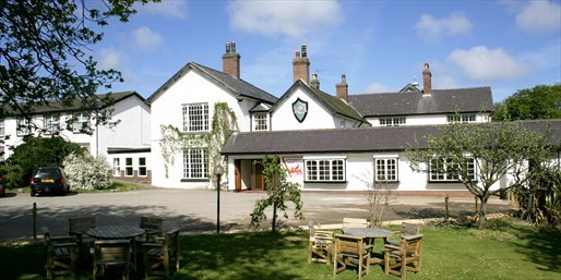 £119 -- Welsh Coastal Getaway w/Dinner, Bubbly & Spa Access